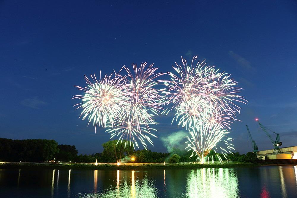 Feuerwerk während des Festival Maritim in Vegesack