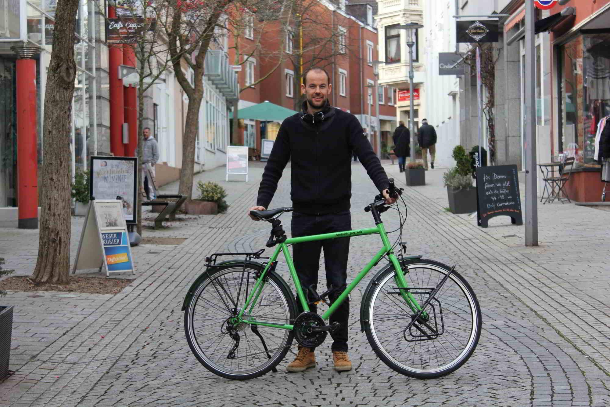 Christof Nordmeier in der Fußgängerzone vegesack